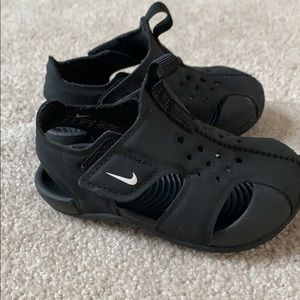Size 4 Baby Nike Sandals Shoes